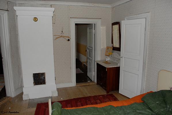 Bed room - first floor (who's sleeping bag is it ?)